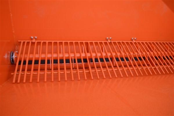 Навесной барабанный пескоразбрасыватель на фронтальный погрузчик