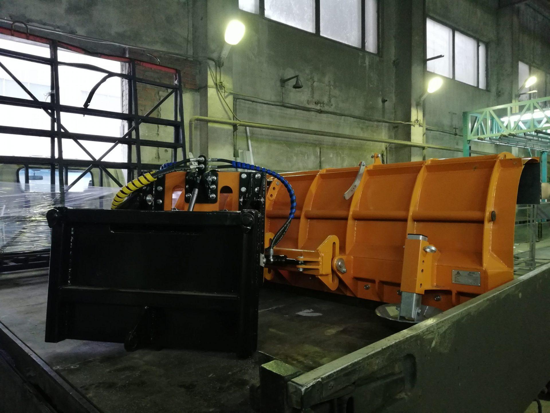 Снежный поворотный отвал для крупногабаритных шасси<br> ТЦ ПМ (собственное производство)